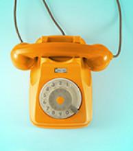 altes Telefon mit Wahlscheibe